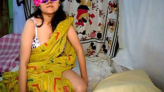 Sensuous Provocative Indian Bhabhi Ready For Sex